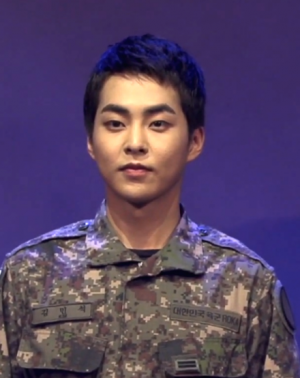 440px-Xiumin_during_the_musical_%22The_Promise_of_the_Day%22,_in_September_2019.png